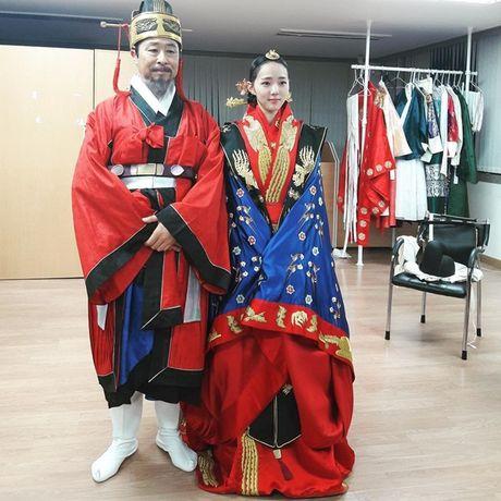 Sao Han 10/10: Chae Yeon (I.O.I) eo nho xiu, Seol Hyun khoe dang quyen ru - Anh 1