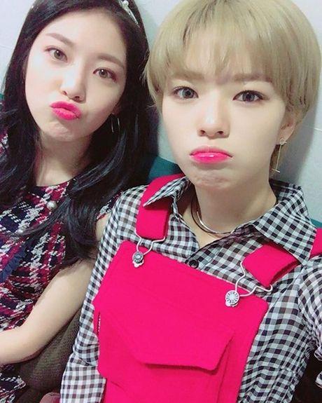 Sao Han 10/10: Chae Yeon (I.O.I) eo nho xiu, Seol Hyun khoe dang quyen ru - Anh 5