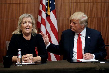 Trump keo 3 phu nu to ong Clinton quay roi den 'dan ap' ba Hillary - Anh 1