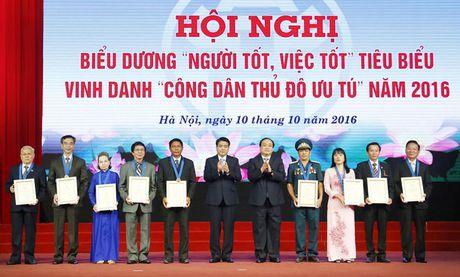 Ha Noi: Vinh danh 9 'Cong dan Thu do uu tu' nam 2016 - Anh 1