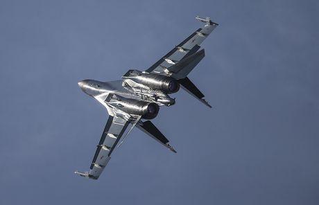 Trung Quoc mua lo Su-35 voi chi tiet hien thi dac biet trong khoang lai - Anh 2