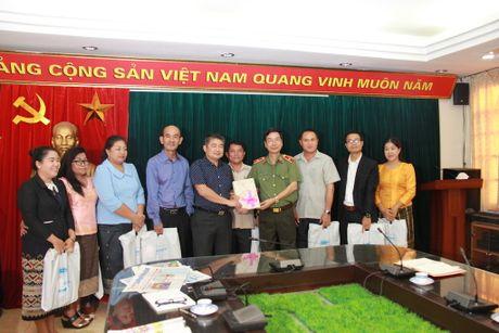 Doan dai bieu Bo Thong tin, Van hoa va Du lich Lao tham, lam viec tai Bao CAND - Anh 5