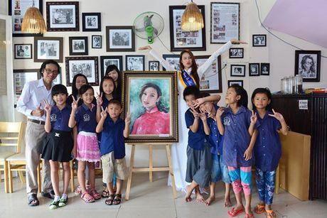 Pham Huong cung NSND Ngoc Giau ve Ben Tre lam tu thien - Anh 12