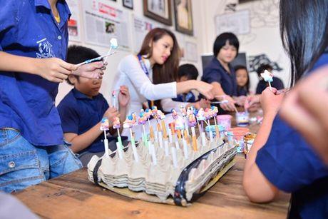 Pham Huong cung NSND Ngoc Giau ve Ben Tre lam tu thien - Anh 13
