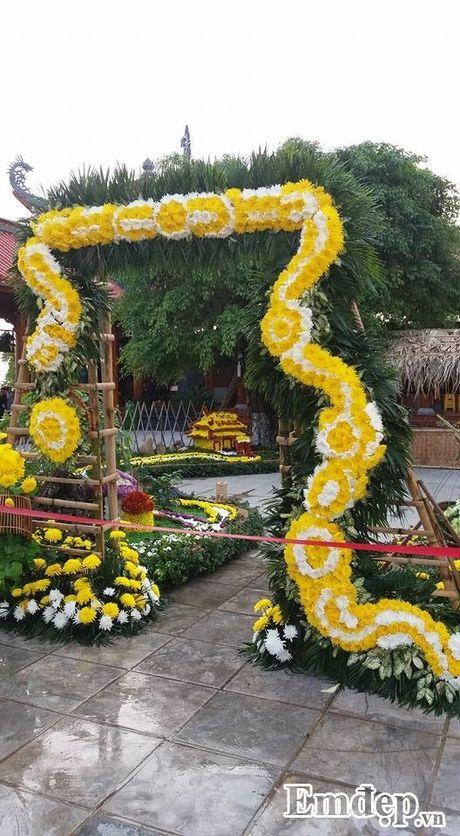 Den chua Ba Vang thuong ngoan hoa cuc 7 mau - Anh 7