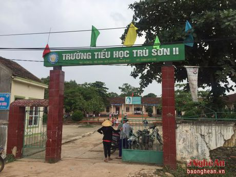 Vi sao 154 hoc sinh o Truong Tieu hoc Tru Son II (Do Luong) nghi hoc? - Anh 1