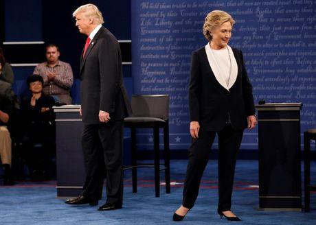 Tranh luan truc tiep lan 2: Ong Trump doa bo tu ba Clinton - Anh 1