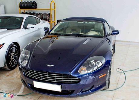 Aston Martin DB9 - sieu xe vang bong mot thoi tai Viet Nam - Anh 1