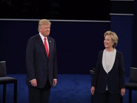 Clinton, Trump khong bat tay khi tranh luan lan 2 - Anh 1