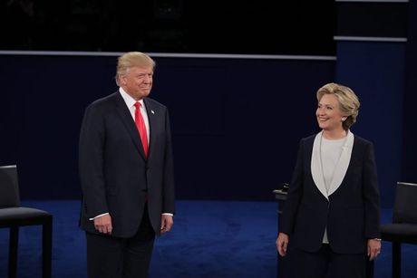 Clinton, Trump khong bat tay khi tranh luan lan 2 - Anh 2