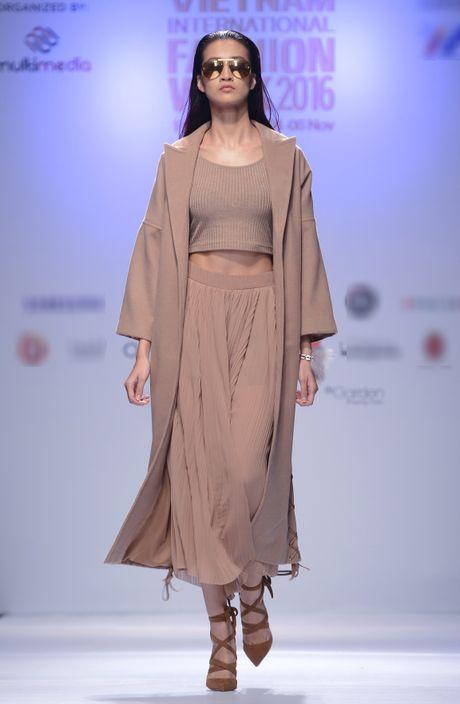 Dan mau Next Top Model kieu sa tren san dien Ha Noi - Anh 3