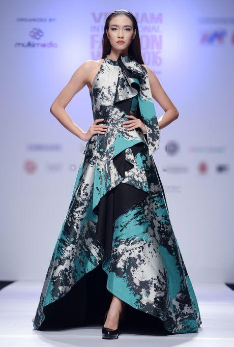Dan mau Next Top Model kieu sa tren san dien Ha Noi - Anh 4
