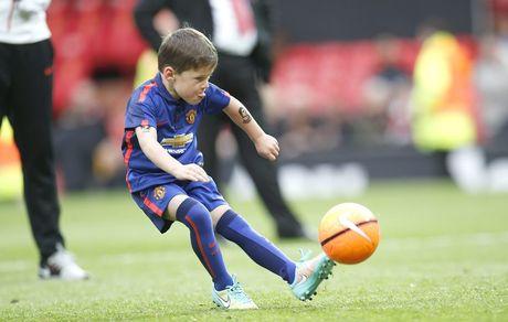 Con trai lon nha Rooney dau quan cho MU - Anh 1