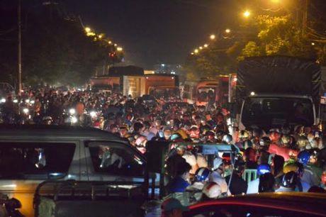 Ket xe kinh hoang trong khu cong nghiep o Sai Gon - Anh 6