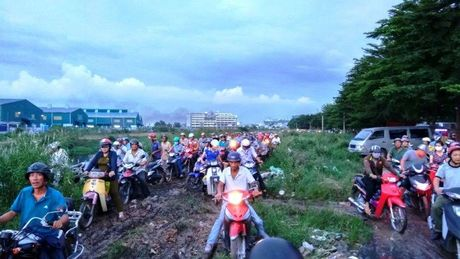 Ket xe kinh hoang trong khu cong nghiep o Sai Gon - Anh 8
