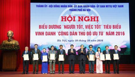 Vinh danh 9 Cong dan Thu do uu tu nam 2016 - Anh 1