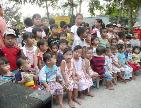 Nhan nuoi duong doi tuong bao tro xa hoi - Anh 1