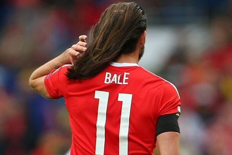 Cong dong mang 'phat cuong' voi mai toc cua Gareth Bale - Anh 1