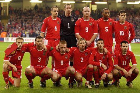Gareth Bale noi gi ve phong cach xep hang chup anh tham hoa cua xu Wales? - Anh 2