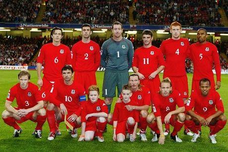 Gareth Bale noi gi ve phong cach xep hang chup anh tham hoa cua xu Wales? - Anh 4