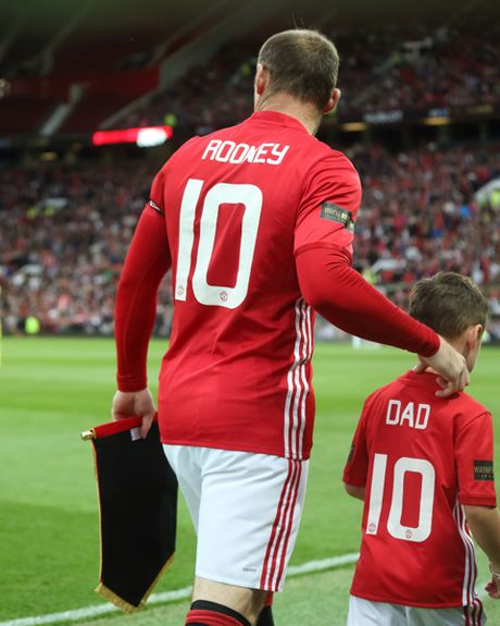 Con trai Rooney, Carrick theo buoc cha gia nhap Man United - Anh 8