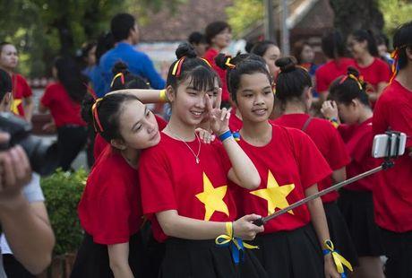 Chum anh: Man trinh dien dan vu tre trung cua thanh nien Hue - Anh 10