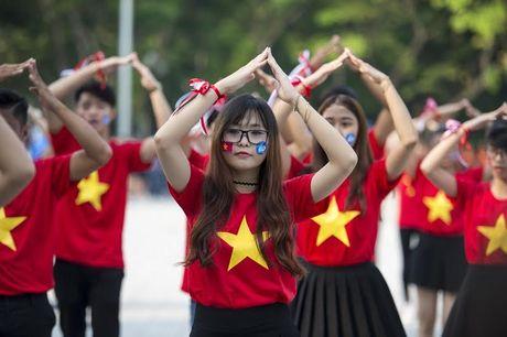 Chum anh: Man trinh dien dan vu tre trung cua thanh nien Hue - Anh 13