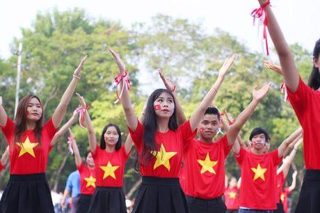 Chum anh: Man trinh dien dan vu tre trung cua thanh nien Hue - Anh 14