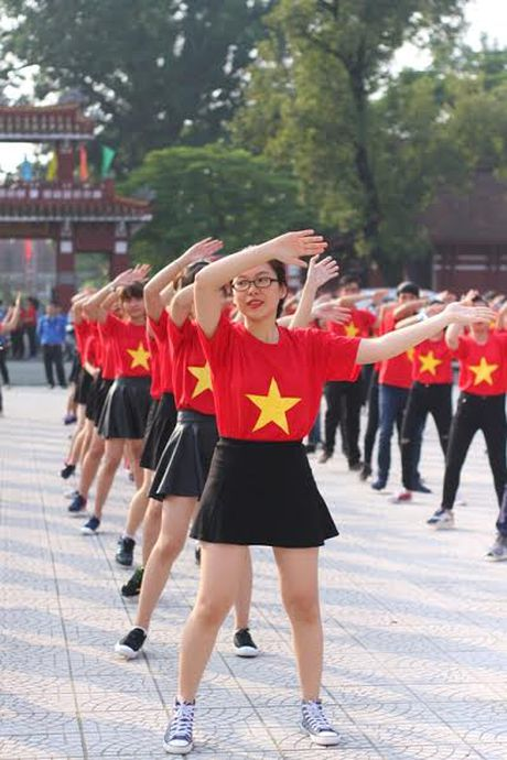 Chum anh: Man trinh dien dan vu tre trung cua thanh nien Hue - Anh 16