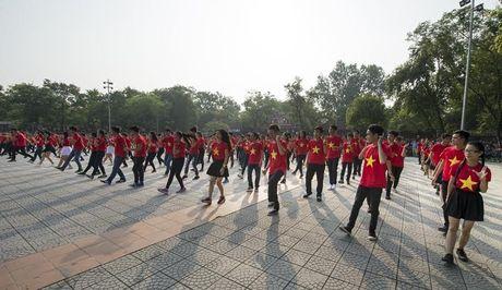 Chum anh: Man trinh dien dan vu tre trung cua thanh nien Hue - Anh 5