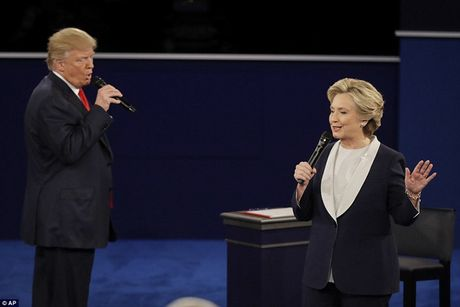Ve bieu cam cua ong Trump trong cuoc tranh luan voi ba Clinton - Anh 4