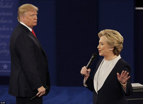 Ve bieu cam cua ong Trump trong cuoc tranh luan voi ba Clinton - Anh 7
