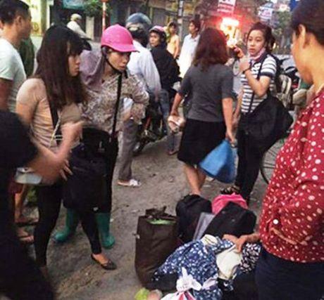 Ninh Binh: Xe khach lat nghieng, 20 hanh khach bi thuong - Anh 1