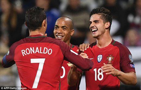 Ronaldo va Silva toa sang, Bo Dao Nha lan thu 2 'choi tennis' trong 3 ngay - Anh 1