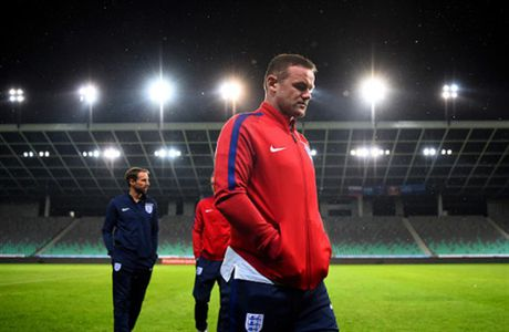 Chum anh: Rooney tram tu don tin du trong cuoc hop bao - Anh 2