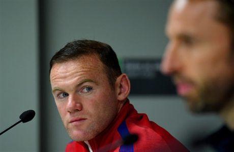 Chum anh: Rooney tram tu don tin du trong cuoc hop bao - Anh 5