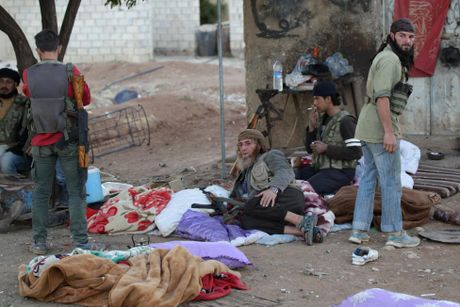 Loat anh phe noi day Syria tien cong IS o tinh Aleppo - Anh 14