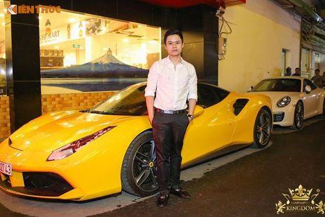 Minh Nhua va Phan Thanh cuoi sieu xe di 'uong bia' tai SG - Anh 2