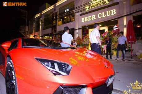 Minh Nhua va Phan Thanh cuoi sieu xe di 'uong bia' tai SG - Anh 6