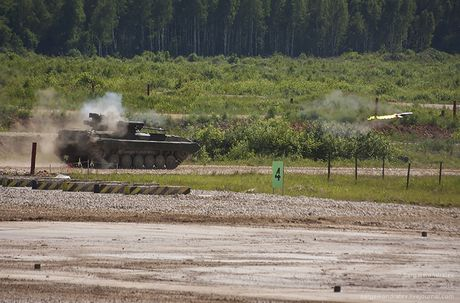 Vi sao BMP-2 loi thoi cua Nga 'can' duoc Bradley, Abram My? - Anh 7