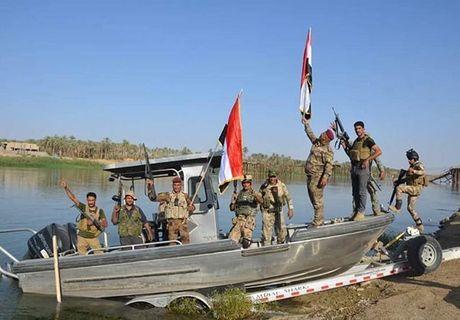 Quan doi Iraq giai phong lang mac o Anbar khoi IS - Anh 10