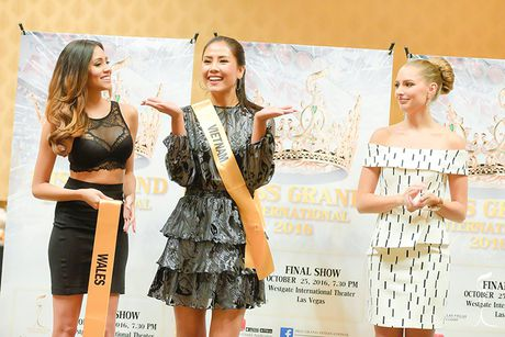 Nguyen Thi Loan khoe ve sexy tai HH Hoa binh Quoc te - Anh 8