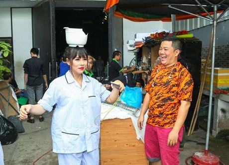 Lang hai mo hoi: Viet Huong he lo chuyen ran de thi sinh trong hau truong - Anh 4