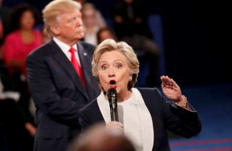 Hillary Clinton tren co doi thu sau khi Donald Trump lo video - Anh 1