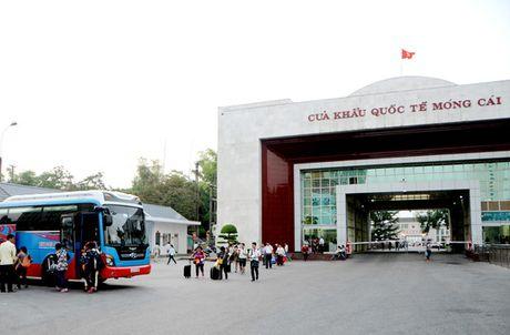 Quang Ninh thi diem cho xe tu lai Trung Quoc vao du lich - Anh 1