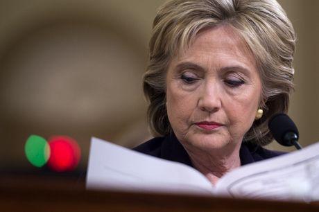 Wikileaks tiet lo them 2000 email gay soc cua ba Hillary Clinton - Anh 1