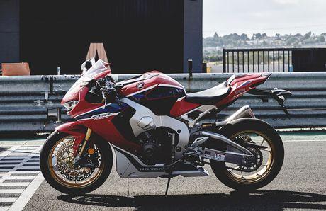 'Hang khung' Honda CBR 1000RR 2017 lo dien - Anh 4