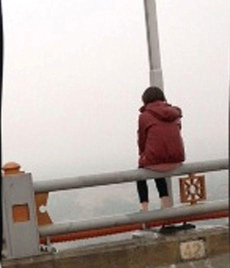Hai Phong: Nhay cau tu tu khi biet tin nguoi yeu da co vo - Anh 1
