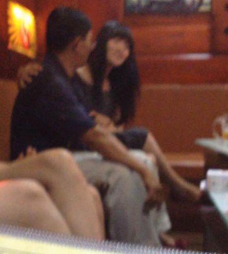 Phia sau canh cua karaoke-Ky 3: Chieu tro hut mau 'dao hat' cua 'co' cho vay nang lai - Anh 1