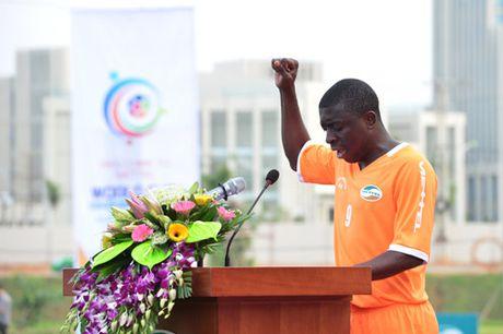 "Viettel Worl Cup 2016: Cau thu Mozambique noi tieng Viet ""nhu gio"" - Anh 1"